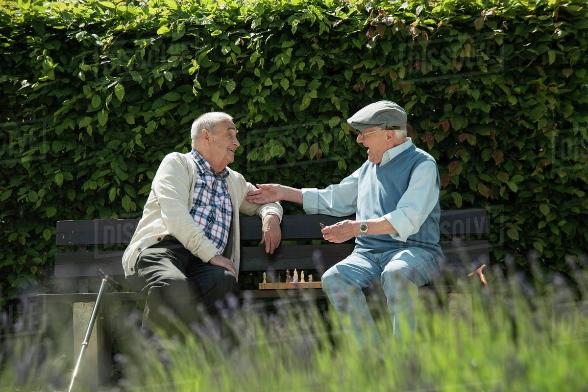 Stariji ljudi, ilustracija, foto: Dissolve
