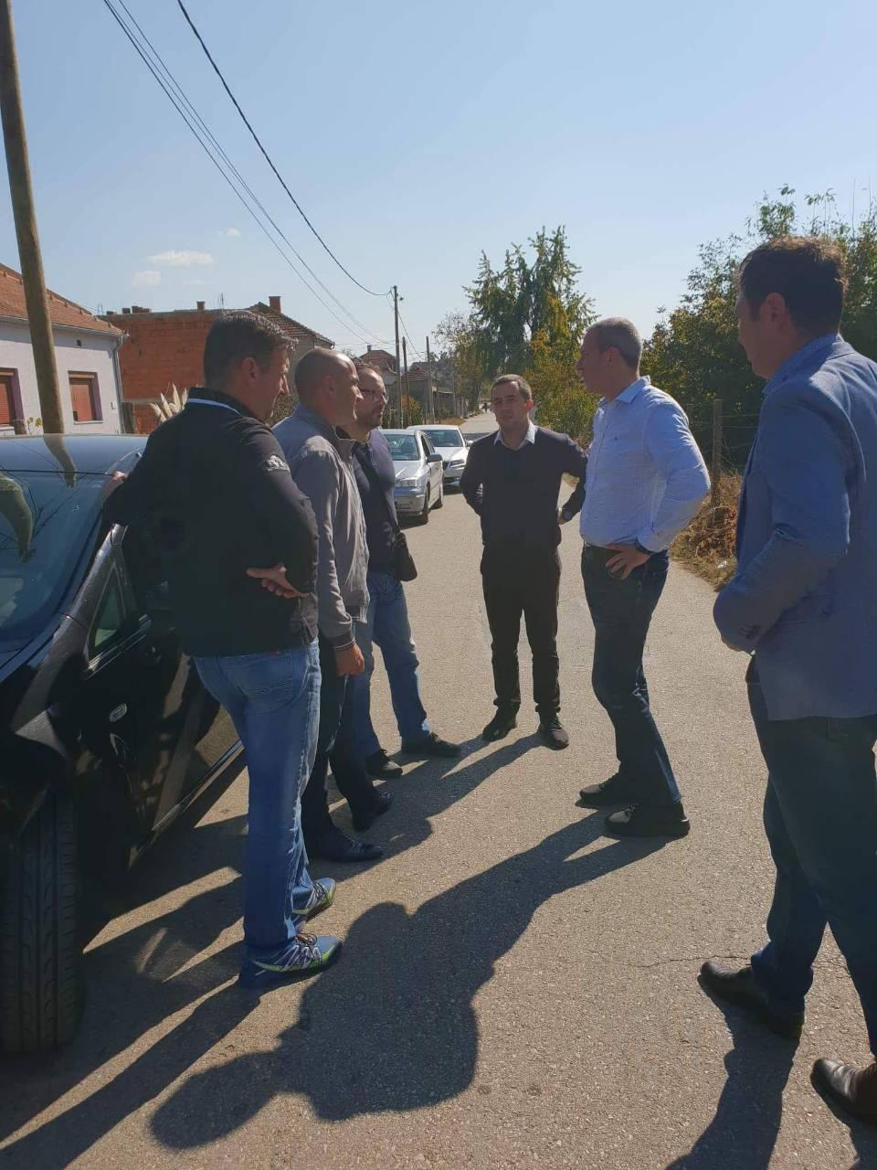 ĐOKIĆ OBIŠAO BUDUĆE MESTO GRADNJE: Naselje Boševo dobija trotoar