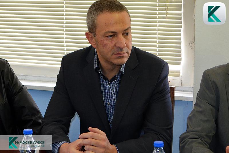 RADNO I U PONOĆ: Predsednik opštine Knjaževac obišao dežurne u novogodišnjoj noći